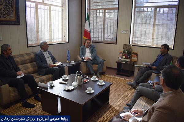 دیدار مدیر آموزش و پرورش شهرستان با دکتر تابش، نماینده مردم اردکان در مجلس شورای اسلامی