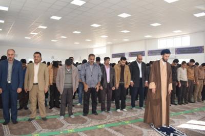 برگزاری نمازجماعت در دبیرستان بیطرف به امامت امام جمعه محترم