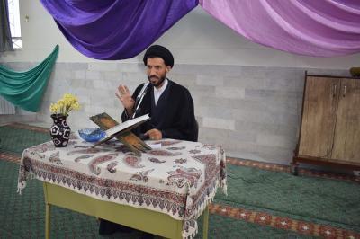 برگزاری نماز جماعت در دبیرستان 14معصوم به امامت امام جمعه اردکان
