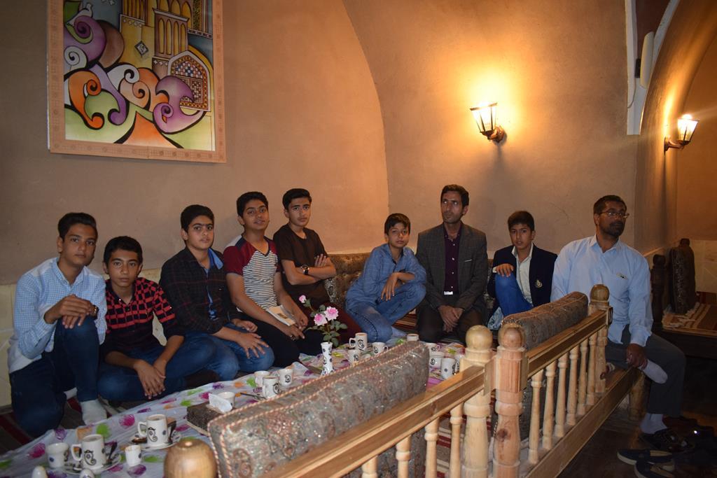 گزارش تصویری تجلیل دبیرستان بیطرف از دانش آموزان برتر