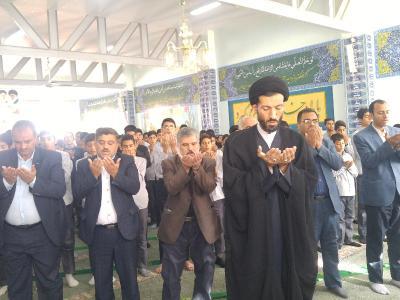 برگزاری نماز جماعت در آموزشگاه استقلال به امامت امام جمعه اردکان