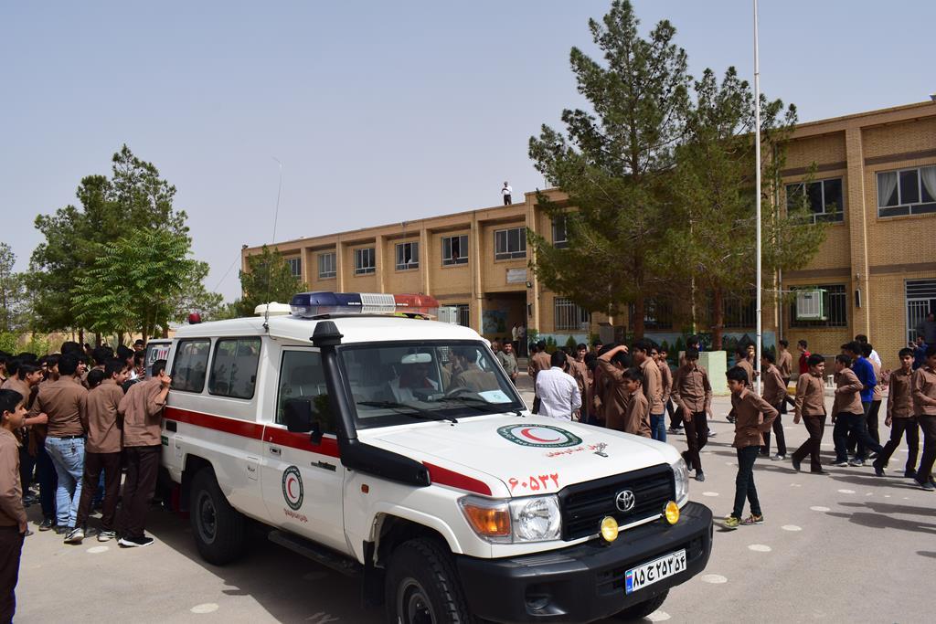 اجرای مانور زلزله در دبیرستان استقلال