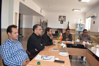دیدار بخشدار واعضای شورای شهر عقدا با مدیرآموزش وپرورش اردکان