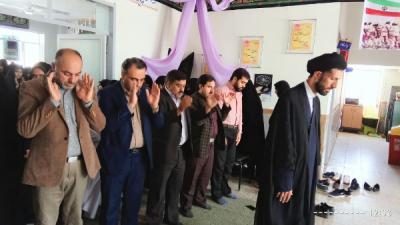 برگزاری نمازجماعت در دبیرستان شهید محمدی ترک آباد