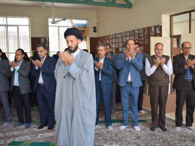 برگزاری نماز جماعت در آموزشگاه شفق به امامت امام جمعه اردکان