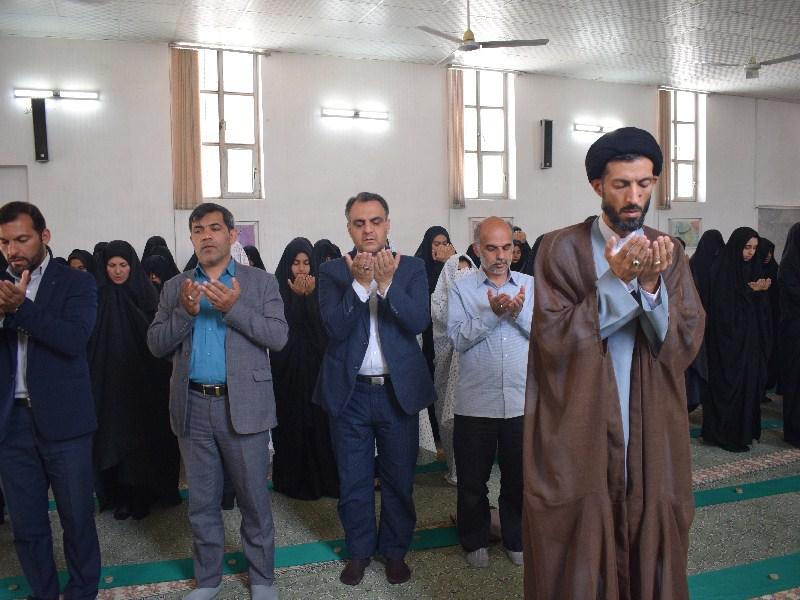 برگزاری نماز جماعت در آموزشگاه هفده شهریور به امامت امام جمعه اردکان