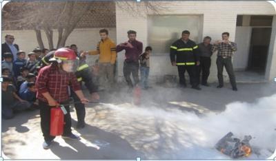 برگزاری مانور اطفاء حریق در دبستان فاضل اردکانی