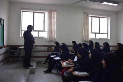 گفتگو مدیر ومعاون آموزشی اداره آموزش وپرورش با دانش آموزان پیش دانشگاهی خادم زاده