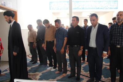 گزارش تصویری از برگزاری نماز جماعت در دبیرستان شهید منتظری