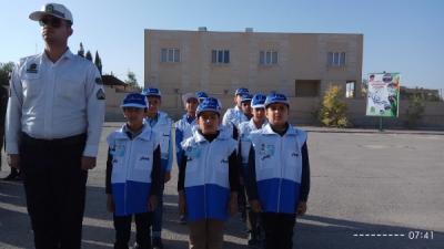 شرکت دانش آموزان همیار پلیس در صبحگاه مشترک نیروهای مسلح